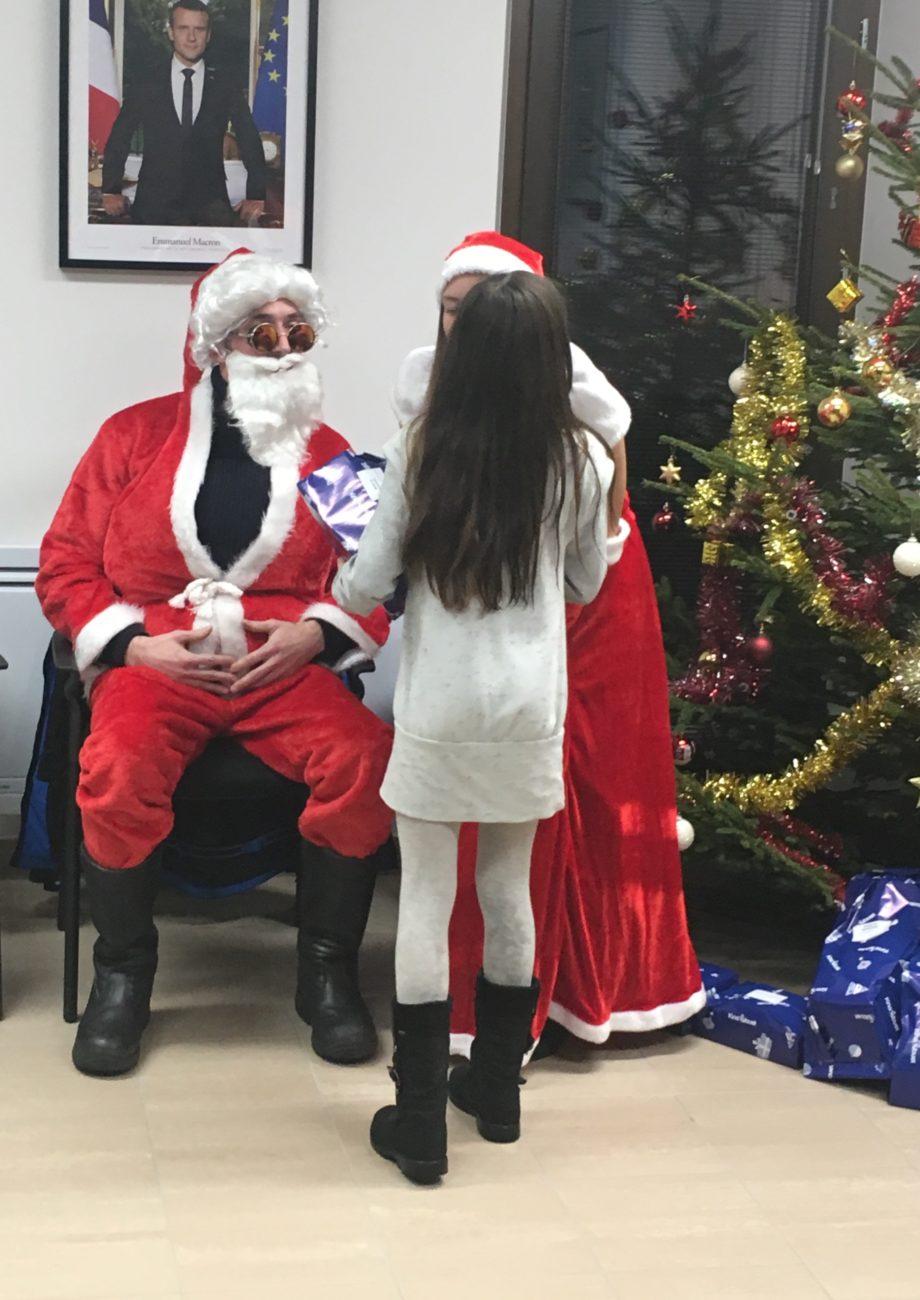 Petit Papa Noël, quand tu descendras du ciel…